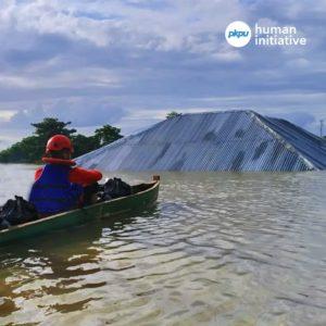 distribusi bantuan makanan untuk penyinta banjir konawe