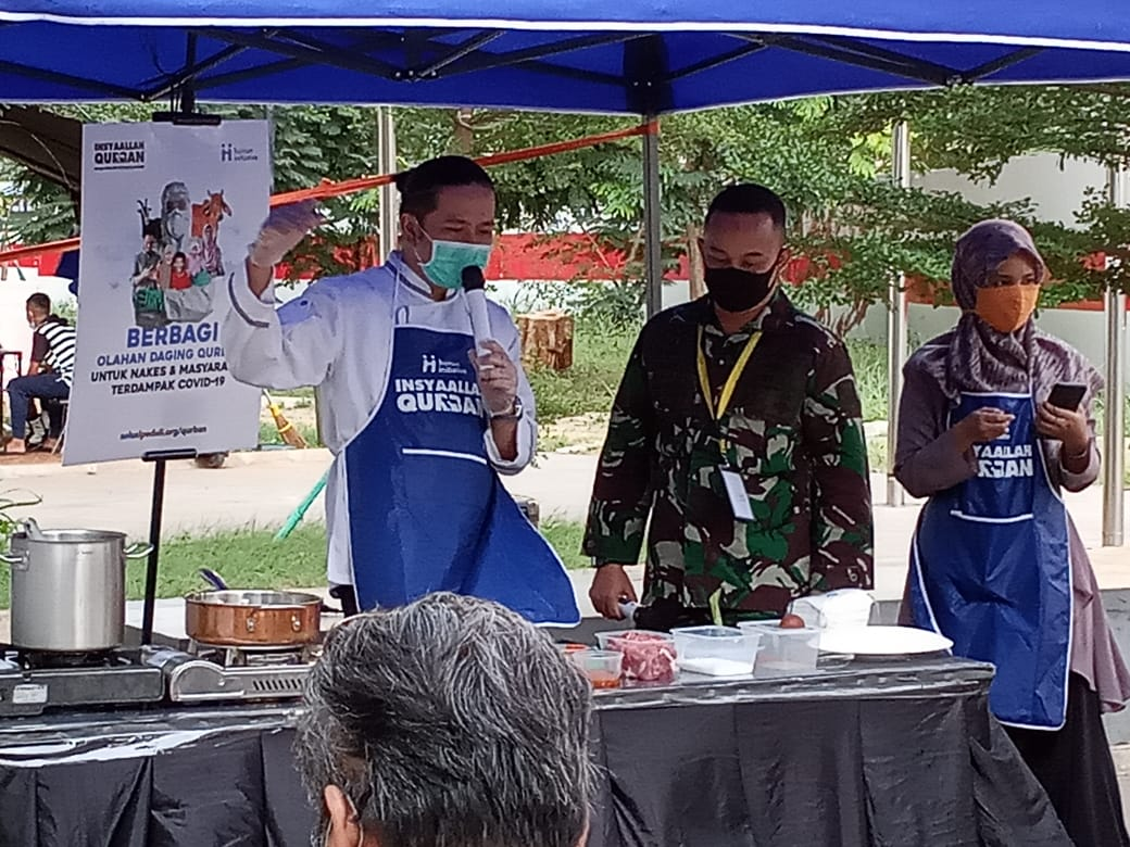 Human Initiative Collaborates with Chef Chandra to Give Special Gifts to Health Workers on Eid Al-Adha
