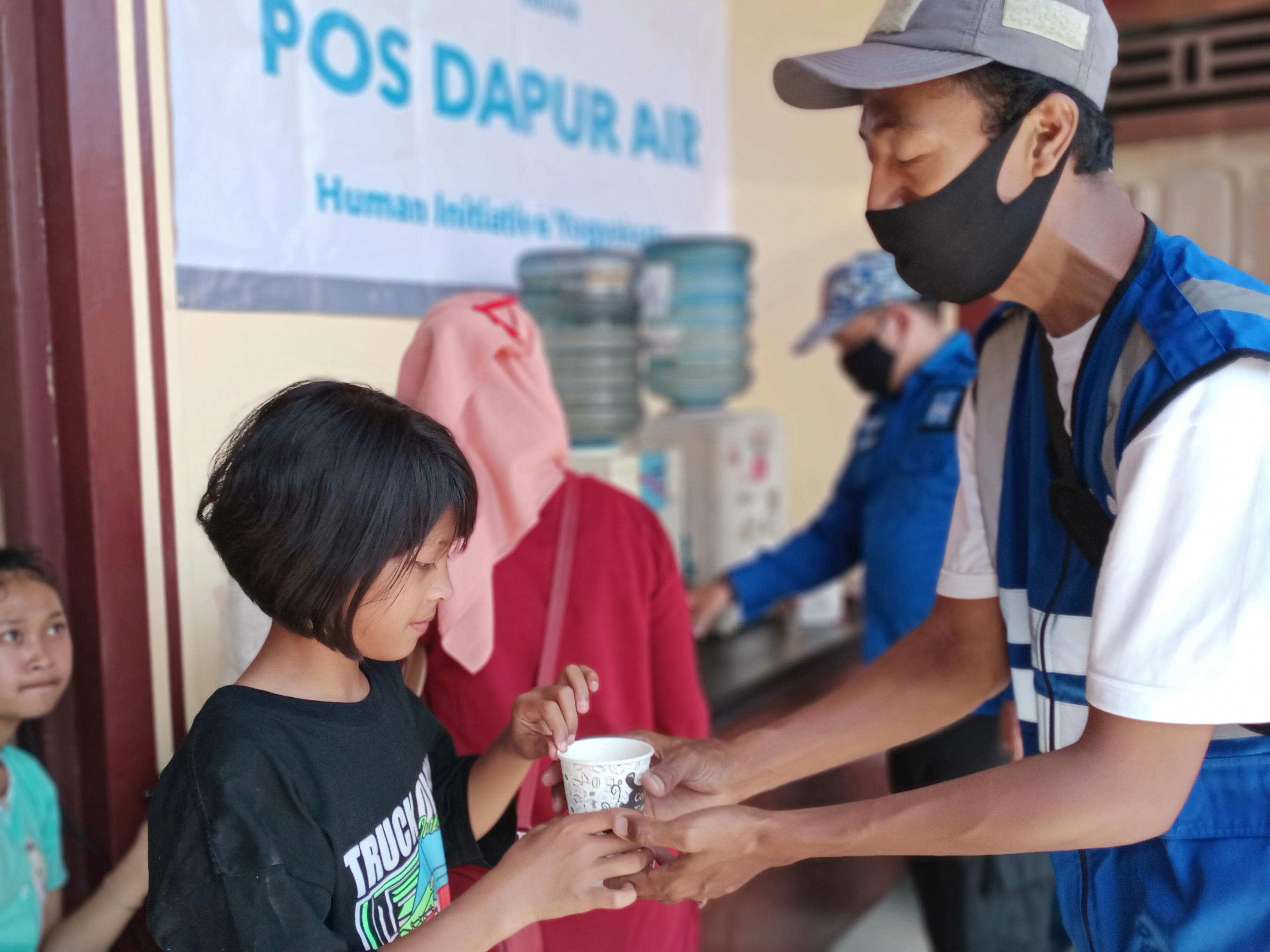 Tim HI membuka pos dapur air di pengungsian