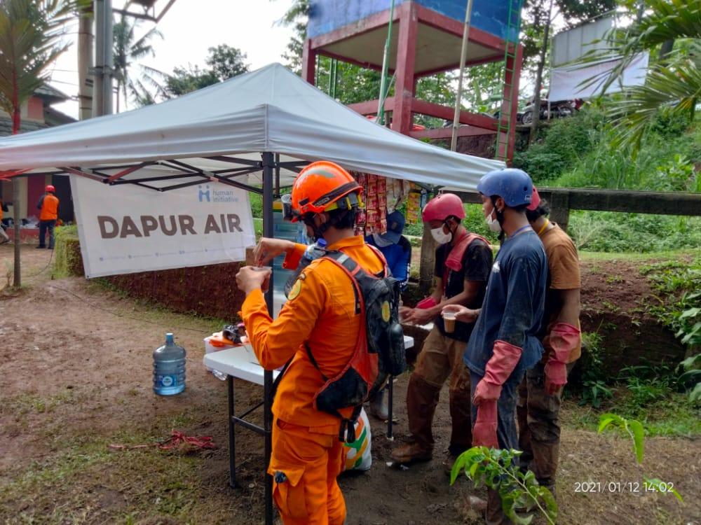Human Initiative mendirikanDapur Air untuk para penyitas dan relawan