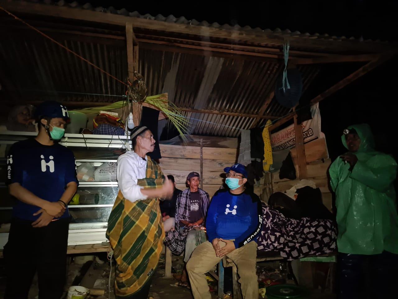 Foto : Tim Human Initiative tiba di pengungsian dan langsung melakukan assessment