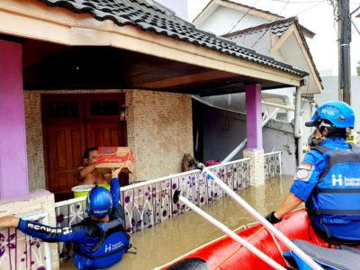 Bantuan makanan siap saji untuk banjir jabodetabek