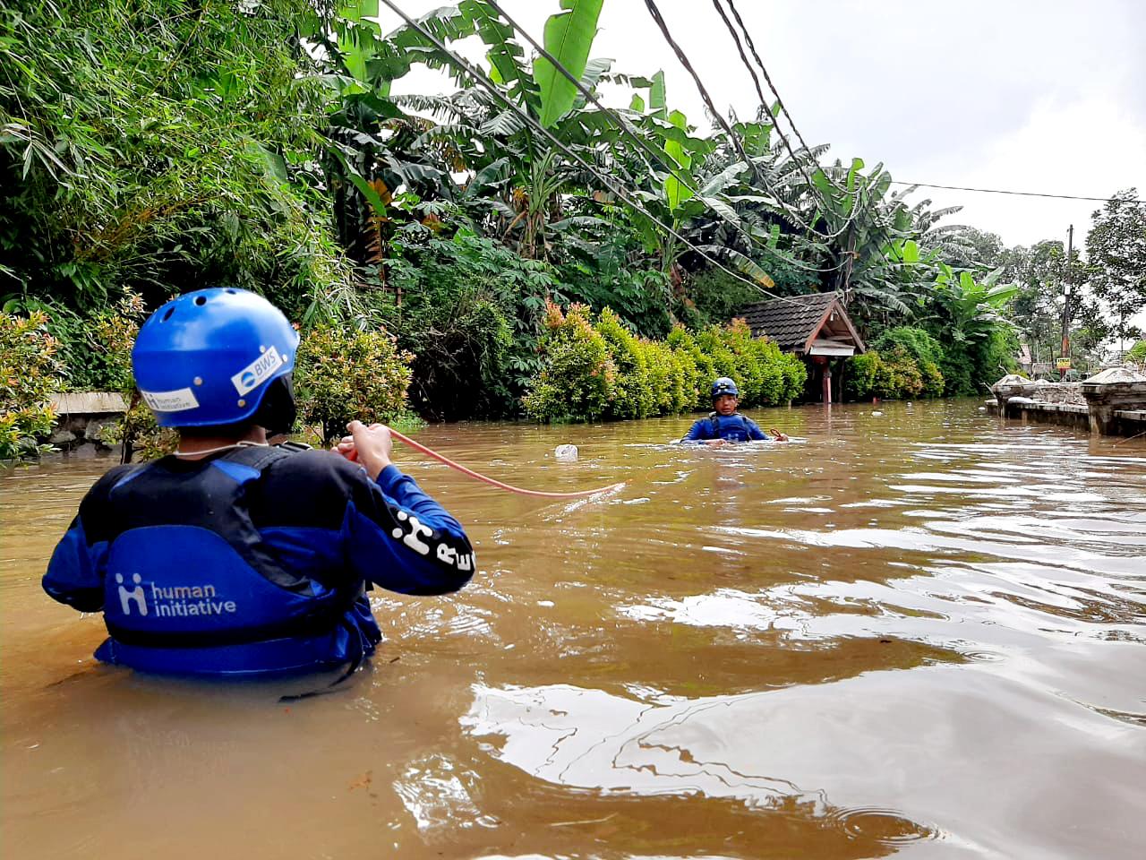 Jakarta mengeluarkan peringatan bahwa pos pantau Pintu Air Karet dalam keadaan awas atau siaga 1