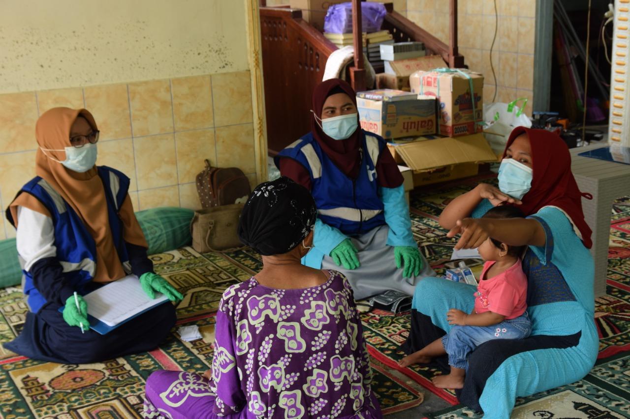 Foto : Relawan Human initiative sedang melakukan layanan psikososial untuk masyarakat terdampak di Kalimantan Selatan.