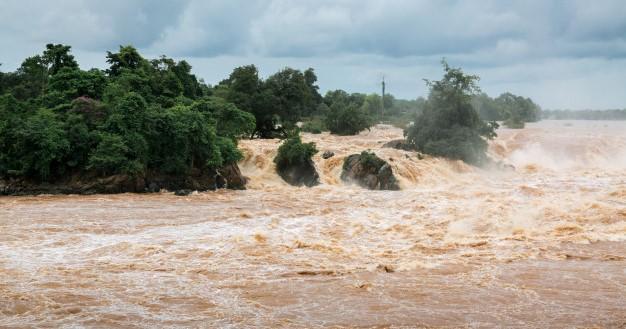 Banjir di wilayah bencana Indonesia (Ilustrasi gambar dari Freepik/peerafoto)