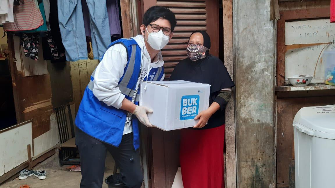 Human Initiative Bersama Andi Arsyil Bagikan Paket Bingkisan Ramadan di Pengadegan