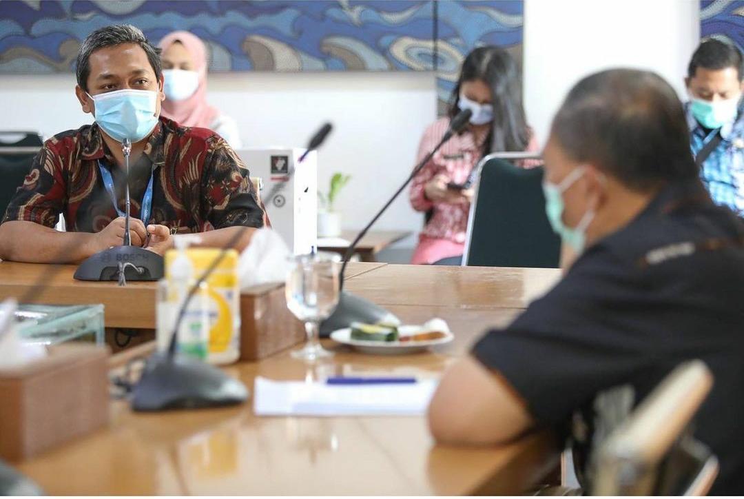 100 unit Air Purifier disalurkan ke Puskesmas dan Rumah Sakit di Kota Bandung